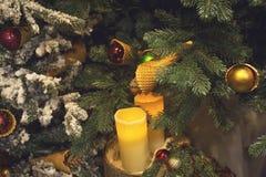 Decorazione dell'albero di Natale con la candela Immagine Stock Libera da Diritti