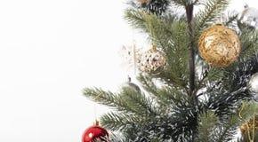 Decorazione dell'albero di Natale del primo piano su fondo bianco fotografia stock