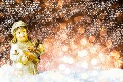 Decorazione dell'albero di Natale su neve fotografia stock