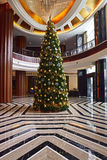 Decorazione dell'albero di Natale in un hotel di boutique locale in Malesia Fotografie Stock