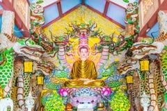 Decorazione dell'altare di Buddha al tempio buddista Immagini Stock