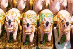 Decorazione dell'amuleto della bambola del cavallo della Tailandia su fondo, vista frontale fotografia stock