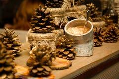 Decorazione dell'interno del ristorante, coni, ciotola di zucchero Fotografie Stock Libere da Diritti