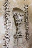 Decorazione dell'osso della chiesa Kostnice dell'osso Fotografia Stock