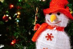 Decorazione della bambola del Babbo Natale del pupazzo di neve con il piccolo corno, Buon Natale Fotografia Stock Libera da Diritti