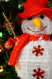 Decorazione della bambola del Babbo Natale del pupazzo di neve con il piccolo corno, Buon Natale Immagini Stock Libere da Diritti
