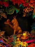 Decorazione della finestra di Natale con fondo scuro Immagini Stock Libere da Diritti