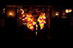 Decorazione della lampada da parete sotto forma di gallo con le lanterne alla via di malioboro Immagini Stock Libere da Diritti
