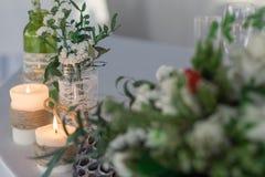Decorazione della tavola con i fiori Fotografia Stock Libera da Diritti