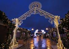 Decorazione della via del nuovo anno a Mosca di notte Fotografia Stock