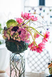 Disposizioni floreali rosse e decorazioni Immagine Stock Libera da Diritti