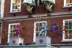 Decorazione delle sculture delle bestie che giocano le note musicali Immagine Stock