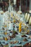 Decorazione delle tavole alle nozze Fotografia Stock