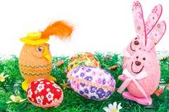 Decorazione delle uova di Pasqua e dei coniglietti Immagini Stock
