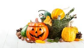 Decorazione di autunno di Halloween di festa con le zucche della presa-o-lanterna Immagini Stock Libere da Diritti