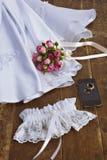 Decorazione di cerimonia nuziale: vestito e mazzo nuziale Immagine Stock Libera da Diritti