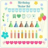 Decorazione di compleanno, insegna, candela, pallone, insieme di vettore del cappello Illustrazione del partito del fumetto Immagine Stock