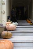 Decorazione di Halloween davanti alla Camera con la strega Fotografia Stock