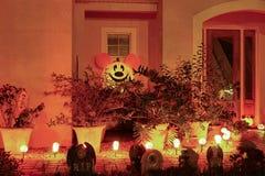 Decorazione di Halloween in una casa immagine stock