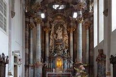 decorazione di interni dell'altare della chiesa nel porcile di barocco e di rinascita Fotografie Stock