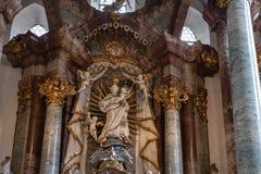 decorazione di interni dell'altare della chiesa nel porcile di barocco e di rinascita Immagine Stock