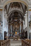 decorazione di interni dell'altare della chiesa nel porcile di barocco e di rinascita Fotografia Stock