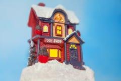 Decorazione di inverno del giocattolo della Camera Fotografia Stock Libera da Diritti