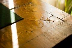Decorazione di legno d'annata prima di ripristino in museo fotografie stock libere da diritti