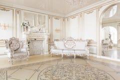 Decorazione di lusso con luce del giorno studio fotografico moderno Interno leggero dello studio della stanza della molla Fotografia Stock