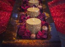 Decorazione di Natale, candele su una tavola Fotografia Stock