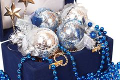 Decorazione di natale in casella blu Fotografia Stock Libera da Diritti