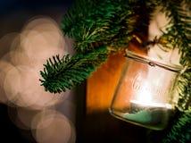 Decorazione di Natale che pende dalla porta fotografia stock