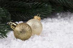 Decorazione di Natale con gli snowlakes e le palle di Natale Immagini Stock