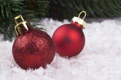 Decorazione di Natale con gli snowlakes e le palle di Natale Immagini Stock Libere da Diritti