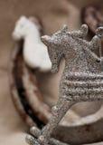 Decorazione di Natale con la figura del cavallo bianco Fotografia Stock Libera da Diritti