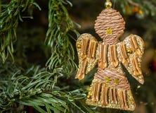 Decorazione di Natale con le stelle d'oro e la polvere di oro Immagine Stock