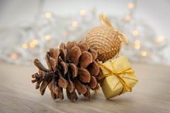 Decorazione di Natale - cono di abete Fotografia Stock Libera da Diritti