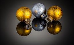 Decorazione di Natale dell'argento e dell'oro fotografie stock