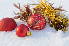 Decorazione di Natale della neve della palla immagine stock