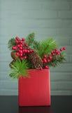 Decorazione di Natale delle bacche e del sempreverde Fotografia Stock