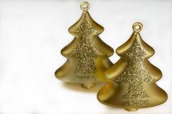 Decorazione di Natale - due alberi di vetro dell'oro Fotografie Stock Libere da Diritti