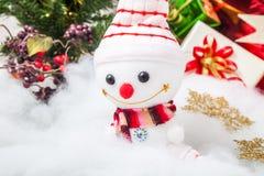 Decorazione di Natale e pupazzo di neve sorridente Fotografie Stock