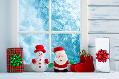 Decorazione di Natale, finestra congelata immagini stock libere da diritti