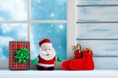 Decorazione di Natale, finestra congelata fotografie stock libere da diritti