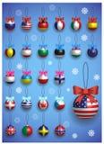 Decorazione di Natale messa con differenti bandiere internazionali Attaccatura variopinta realistica delle palle di Natale Immagini Stock Libere da Diritti
