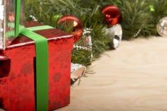 Decorazione di Natale nel fondo di legno Fotografia Stock
