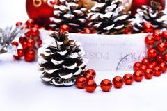 Decorazione di Natale nel rosso e coloures su bianco Fotografie Stock
