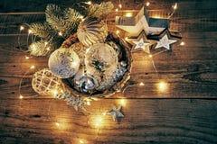 Decorazione di Natale per la ghirlanda delle palle di vetro dell'abete Immagine Stock