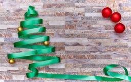 Decorazione di Natale sopra un fondo della parete di pietra fotografia stock