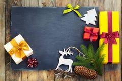 Decorazione di Natale sopra vecchio fondo di legno Immagini Stock Libere da Diritti